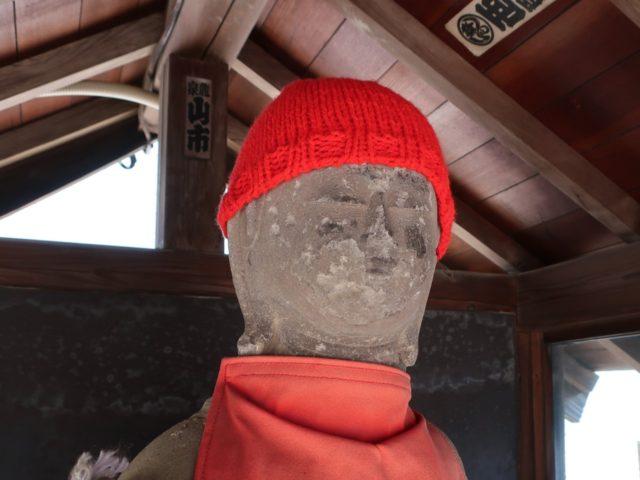 長全寺外のお地蔵さんの帽子