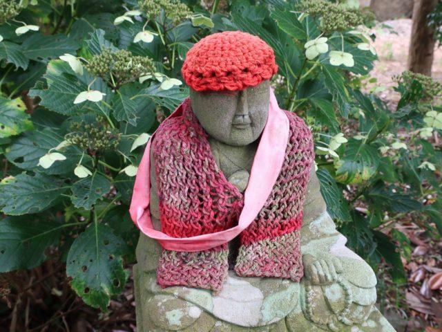 護国院の弘法大師像の帽子と首巻き